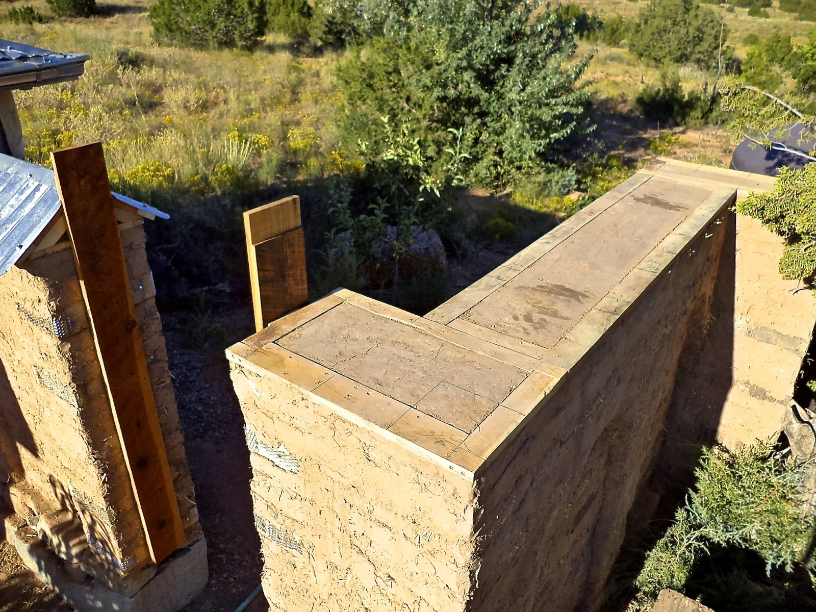 Alt. Build Blog: Building An Adobe Wall: #4 Putting On The Cap