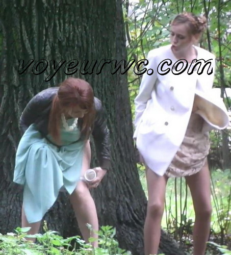 Wedding guest filming these babes taking a piss in the woods (Wedding Pissing Park 12)