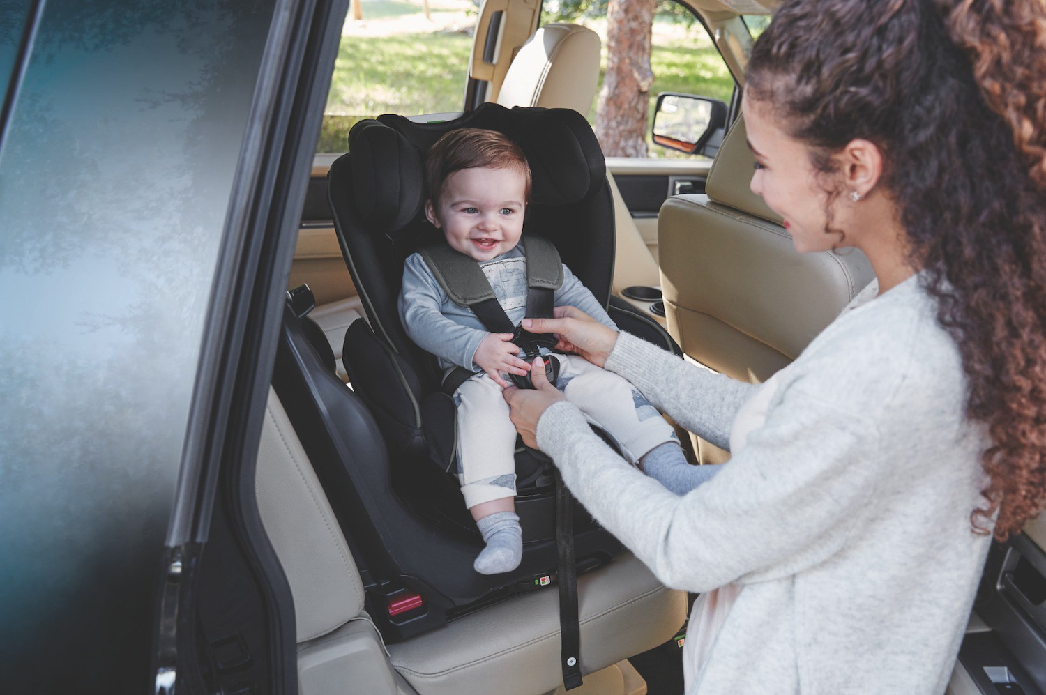 graco-turn2reach-car-seat-with-smiling-baby