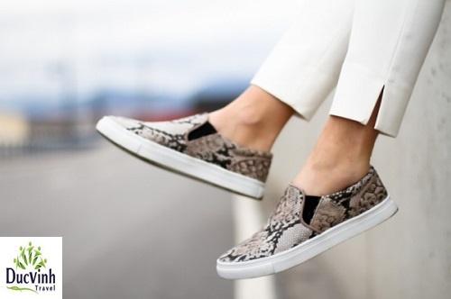 Kiểu giày được săn lùng khi đi phượt