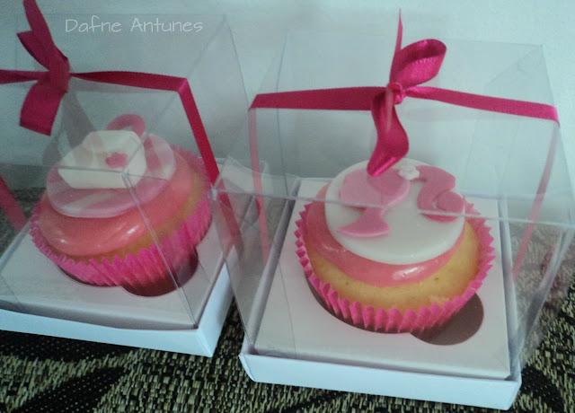 Cupcakes da Barbie em caixa de acetato com fita