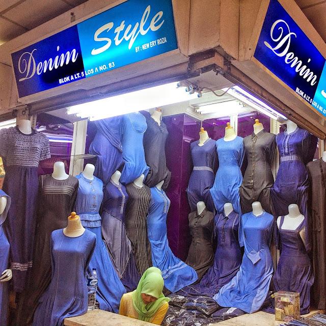 カジュアルなデニム素材のアバヤファッション