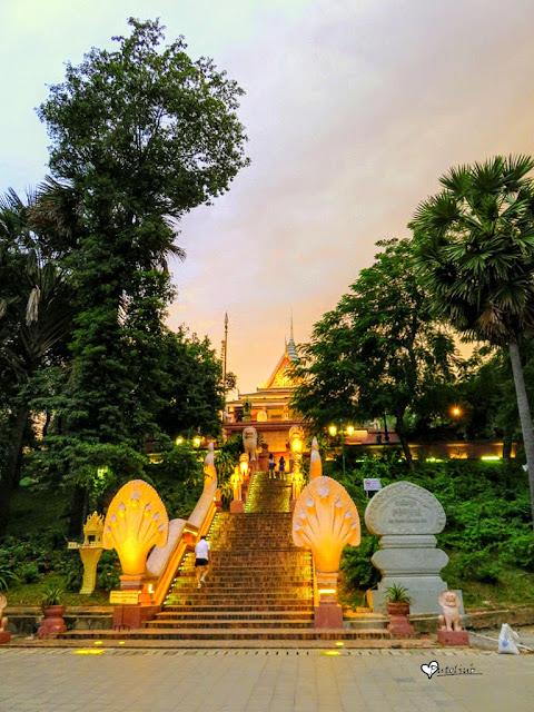 glavne stepenice koje vode ka pagodi