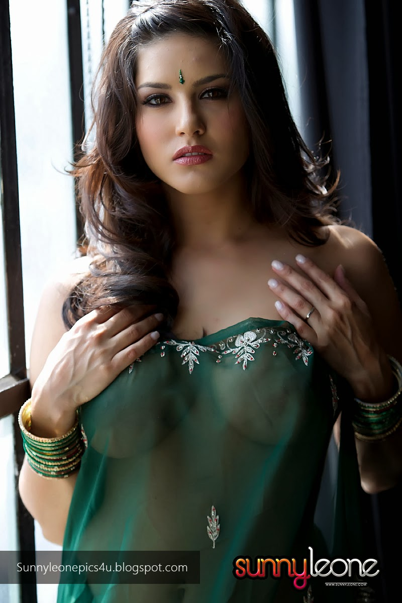 Sunny Leone Strips Her Transparent Green Saree-9391
