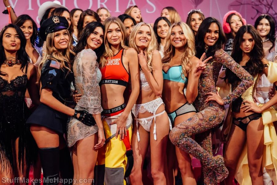 The Most Striking Pictures Behind The Scenes Of Victoria's Secret Fashion Show
