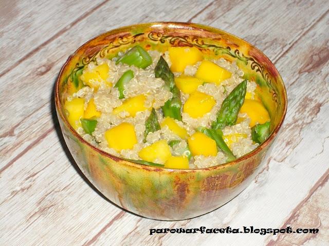 quinoa z parowaru z warzywami i owocami