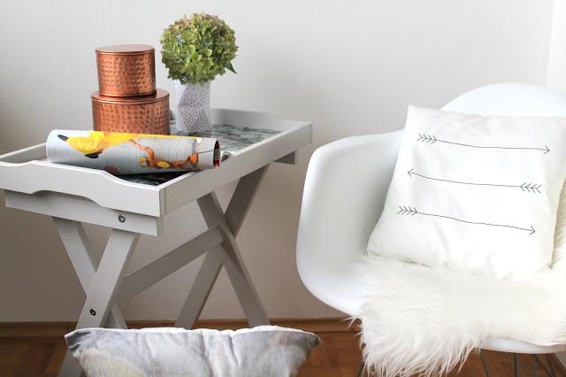 kleines freudenhaus aufgem belt mein neuer tablett tisch. Black Bedroom Furniture Sets. Home Design Ideas