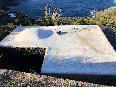 Example of a dammuso on Pantelleria with white roof.