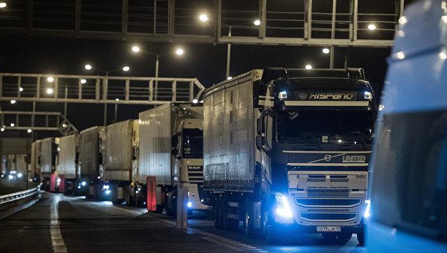 По Крымскому мосту за первые восемь часов проехали более 700 грузовиков
