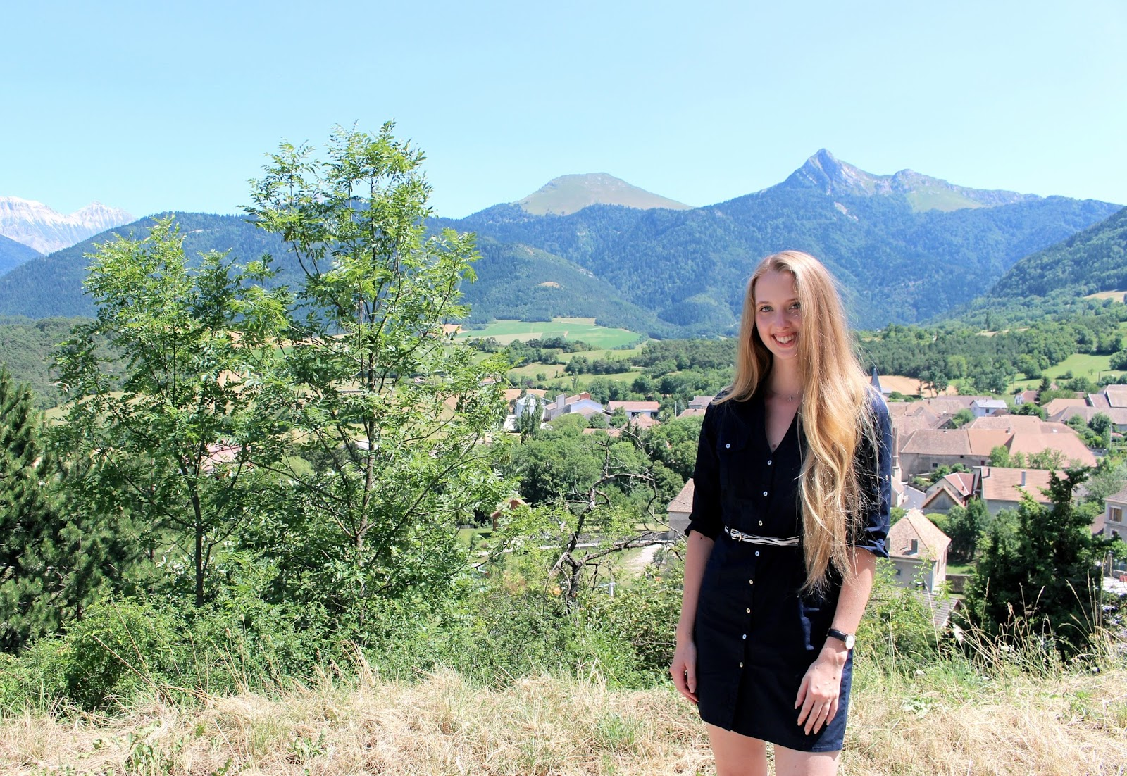 French road trip travel and fashion blogger
