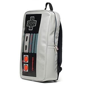 Mochila o maleta con forma de control de Nintendo.