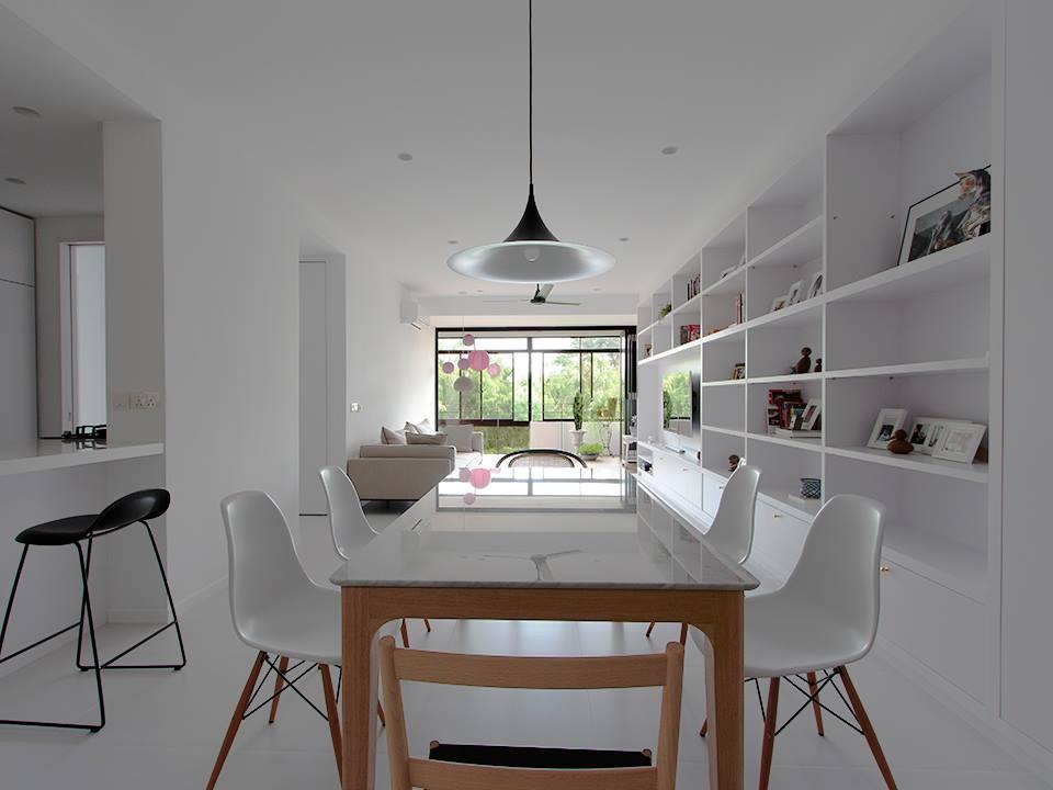 Una cocina blanca abierta y con la placa de cocci n for Placas de induccion blancas