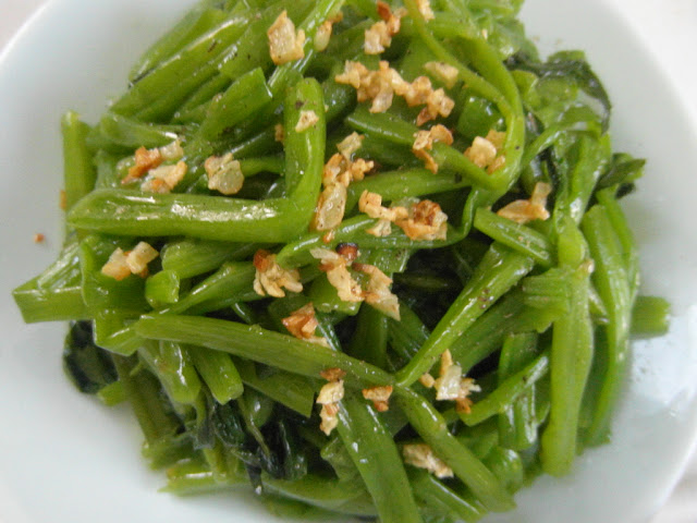 Water spinach stir-fried with garlic