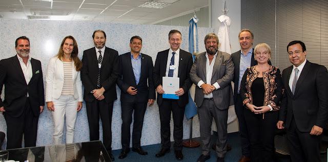 El Ente Nacional de Comunicaciones (ENACOM) y Ericsson sellaron una alianza público-privada para fortalecer las TIC en Argentina.