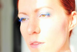 Review: Vinyl Couture - Yves Saint Laurent - blauer Mascara  - mit Tragebildern - www.annitschkasblog.de