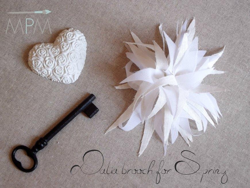 Spilla fiore Dalia organza e lino