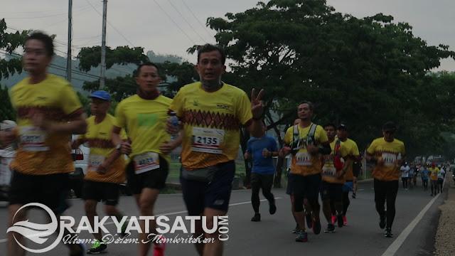 FOTO : Keseruan Peserta Toraja Marathon Menikmati Alam Toraja