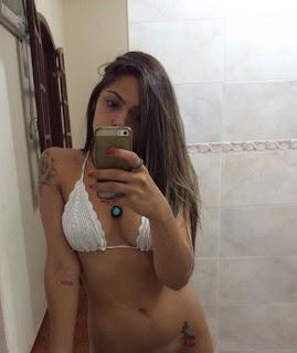 Novinha safadinha resolveu mandar nudes pro seu namorado mas vazou no whatsApp