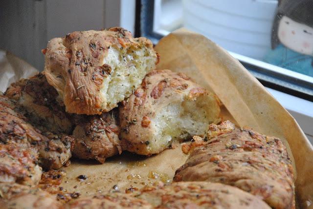 Knoblauch Käse Kräuter Brot von innen