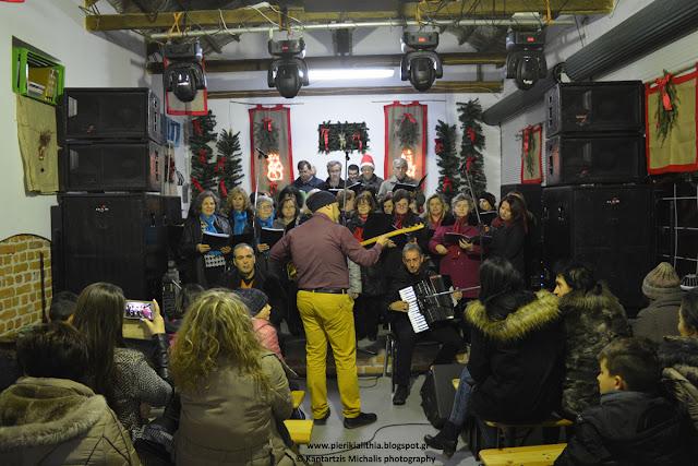Παραδοσιακοί χοροί και χορωδίες στο Χριστουγεννιάτικο Χωριό του Κόσμου. (28-12-16)