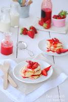 Pancakes sin lactosa con salsa de fresas