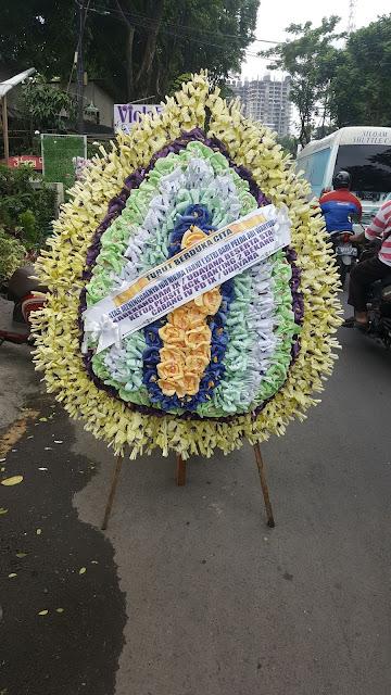 toko bunga duka cita di surabaya, jual karangan bunga duka cita di surabaya, harga karangan bunga duka cita surabaya