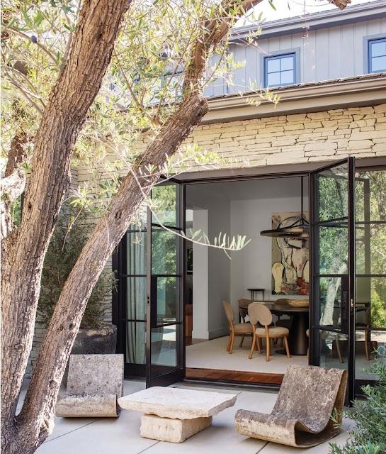 Conheça a nova mansão de Kris Jenner