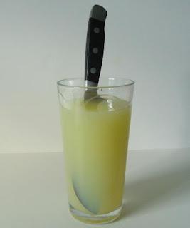 Lemon dapat menghilangkan noda karat pisau dapur