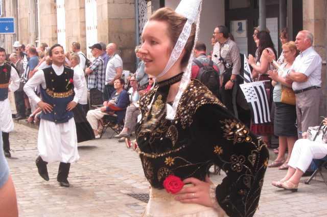 Costumes brodés de Cornouaille