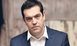 synanthsh-tsipra-me-toys-diethneis-podosfairistes-toy-2004