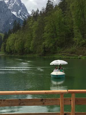 Bootsfahrt, Hochzeit, Instagram und Social Media, heiraten in Garmisch, Riessersee Hotel, Bayern, Berghochzeit, Natur, See, Mai