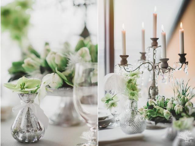 Pióra na stołach weselnych.