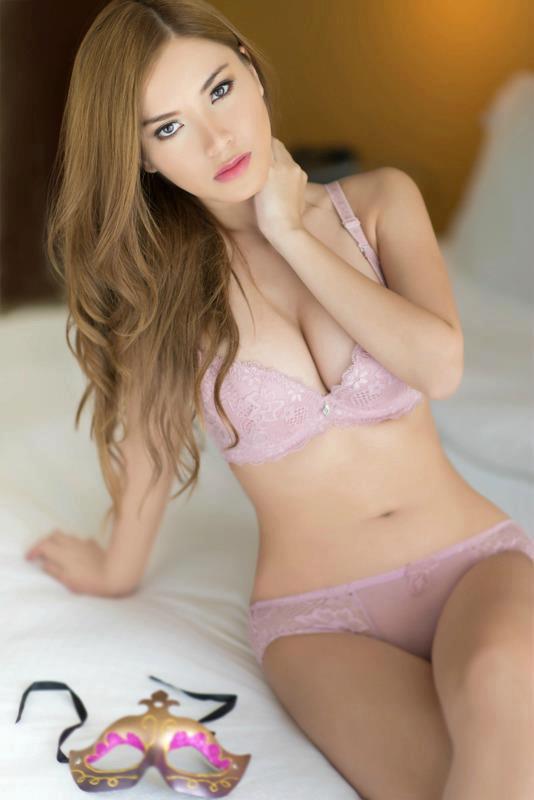 Foto Telanjang Hot Terbaru Nathalie 02