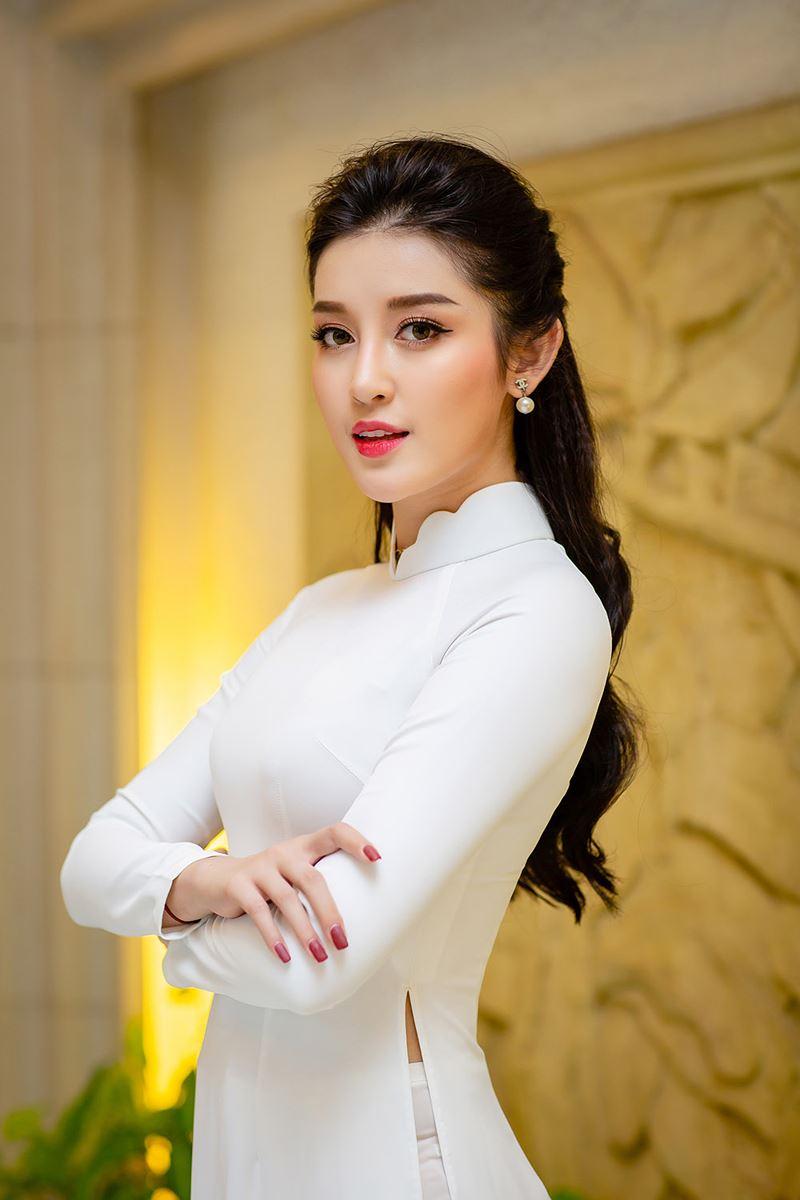 Á hậu Huyền My mặc áo dài trắng