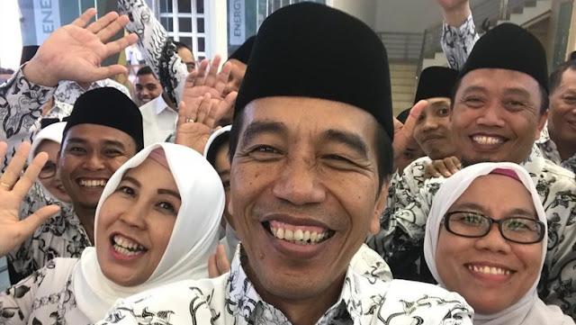Undang Ketum PGRI ke Istana, Jokowi Singgung Guru Honorer