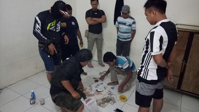 Asik Main Qiu-qiu, Oknum Personil Damkar Soppeng Diciduk Polisi