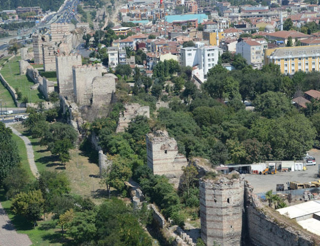 Turkish Culture Ministry to restore Istanbul's ancient city walls