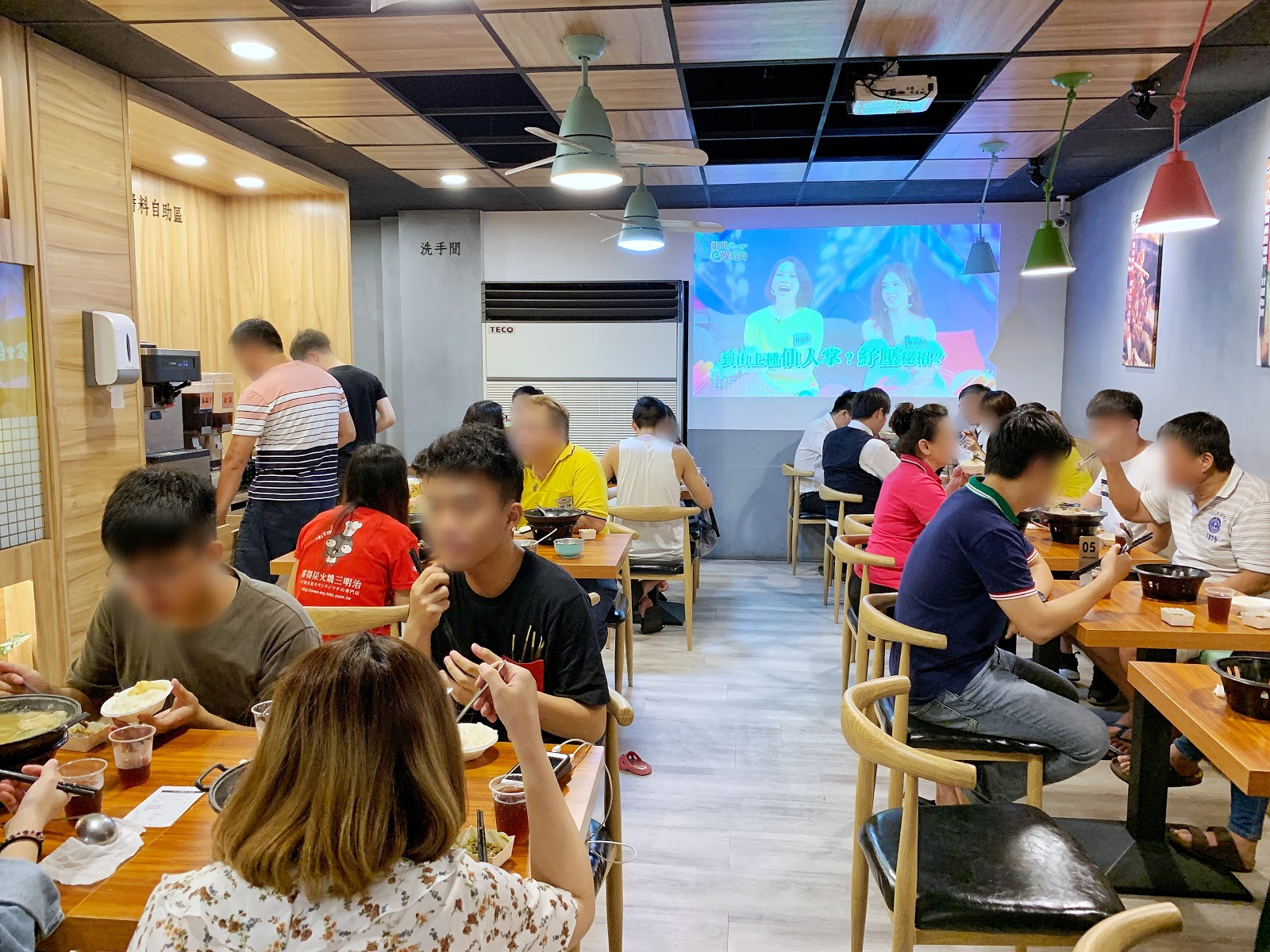 台南美食小石鍋店內環境