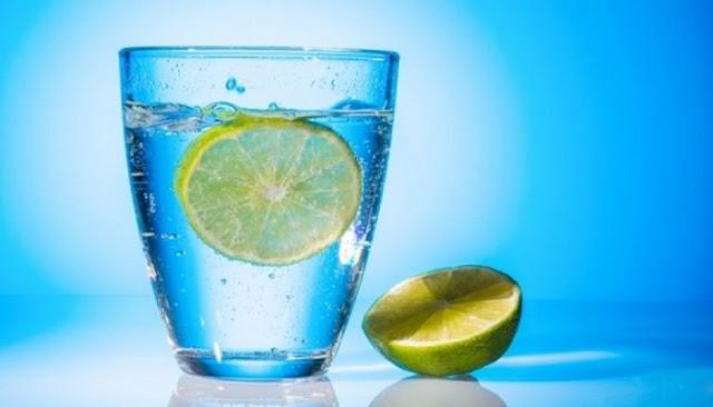ροφήματα πιο αποτελεσματικά από το νερό με λεμόνι για απώλεια βάρους