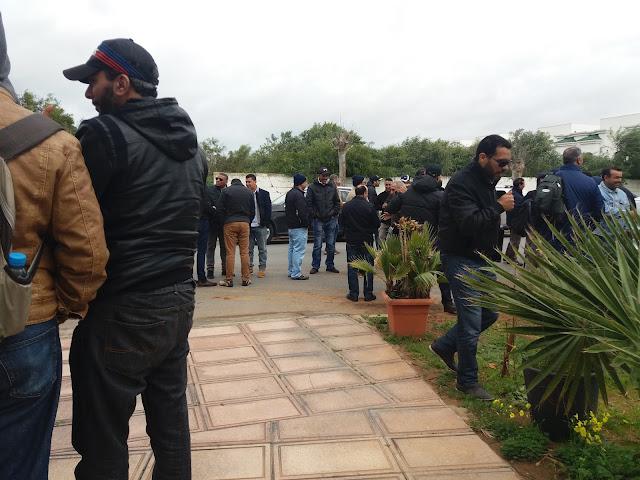 """عمال وموظفين سابقون بـ""""سعودي أوجيه"""" يحتجون بالعاصمة المغربية الرباط"""
