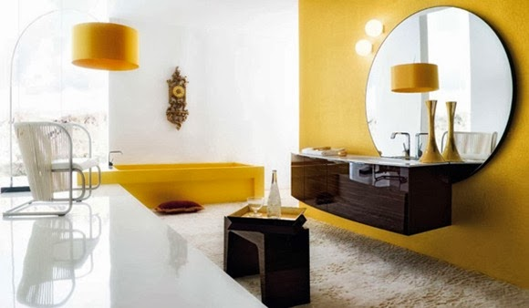 Baño decorado con amarillo marrón