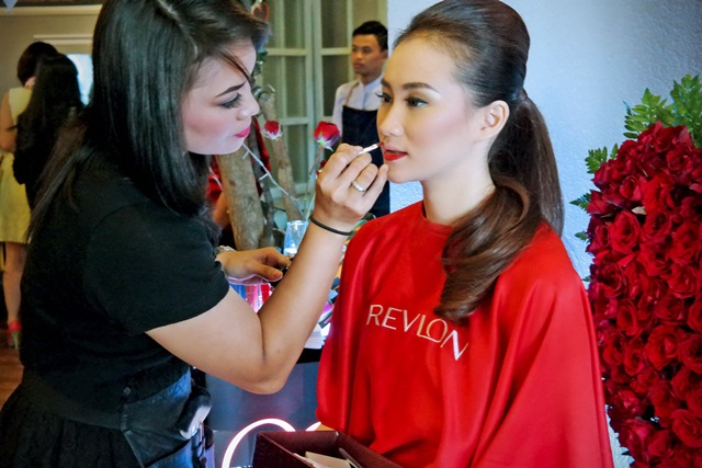 Make Up Demo By Revlon