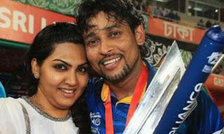 Tillakaratne Dilshan with wife Manjula Thilini