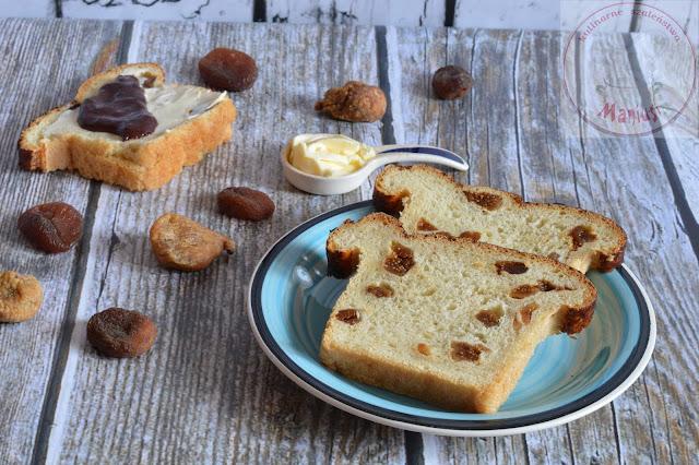 Chleb drożdżowy z figą i morelą