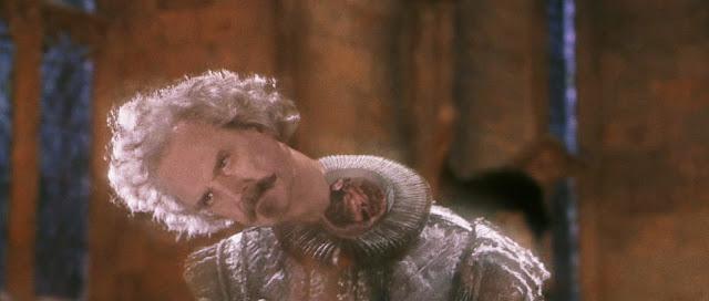 Джон Клийз като Почтибезглавия Ник в Хари Потър и философският камък