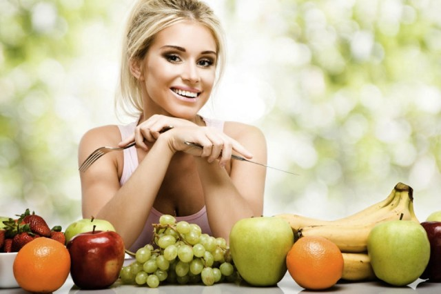Συμβουλές από τον Κλινικό Διαιτολόγο - Διατροφολόγο Γιάννη Ηλία για την διατροφή στον καύσωνα