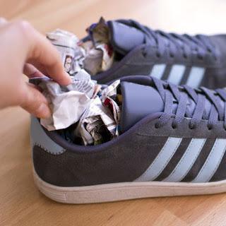 cara menghilangkan bau sepatu paling ampuh