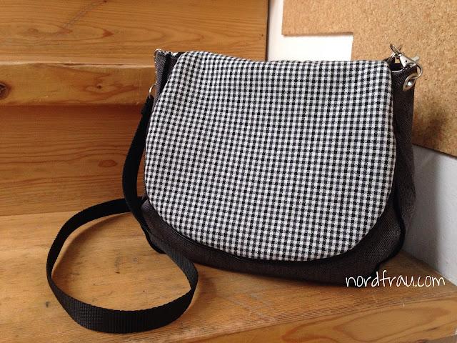 Komplettansicht Zirkeltasch, Handtasche schwarz/weiß