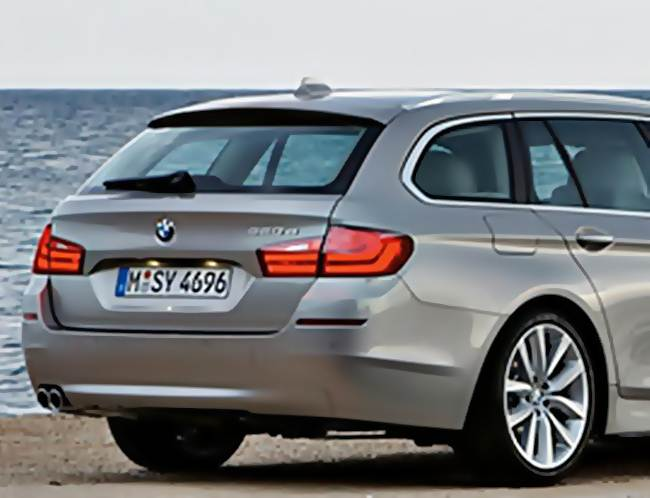 2017 BMW 5 Series Wagon Rendering