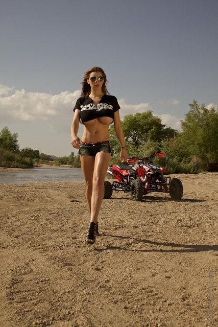Jordan-Carver-ATV-famous-hot-sexy-photo-shoot-image-17